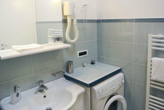 LillyBi: Particolare bagno trilocale Lavanda