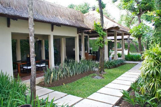 The Gangsa Private Villa by Kayumanis : Coin Cuisine, salle à manger, salon...