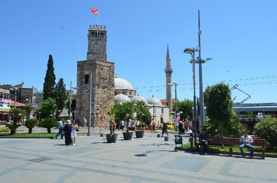 Yivli Minaret Mosque: Masjid Main Antalya Bazar