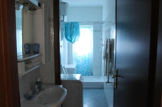 B&B di Benedetta Bianchi: Bagni recentemente restaurati- Bathroom recently revisited
