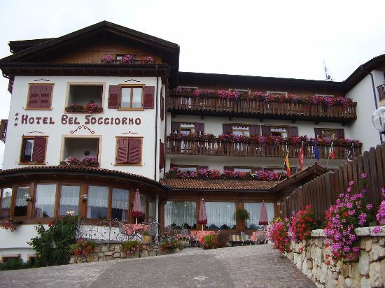 Esterno hotel - Picture of Blumenhotel Belsoggiorno, Malosco ...