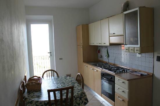 B&B di Benedetta Bianchi: cucina dell'appartamento Kitchen of this apartament