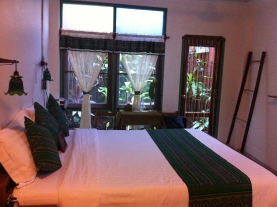 Pak Chiang Mai: stanza 12