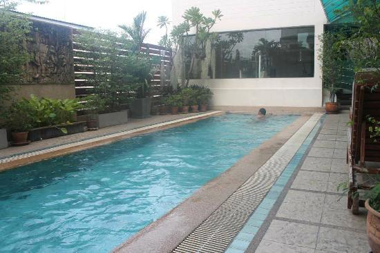 Bossotel Bangkok: Swimming pool