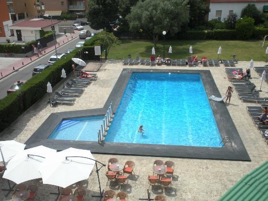 Fenals Garden Hotel: Foto de la piscina del hotel