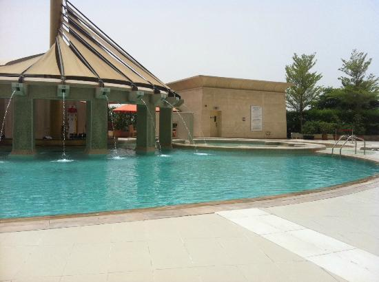 Raffles Dubai: Pool Bar