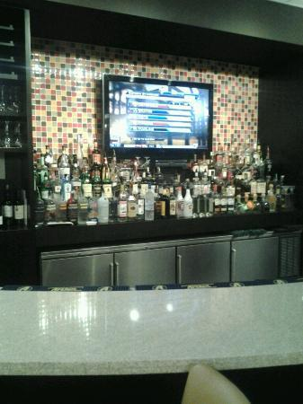 Kiki's Restaurant and Bar at The Crowne Plaza Fort Lauderdale Airport: KIKI'S BAR