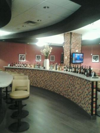 Kiki's Restaurant and Bar at The Crowne Plaza Fort Lauderdale Airport: KIKI'S