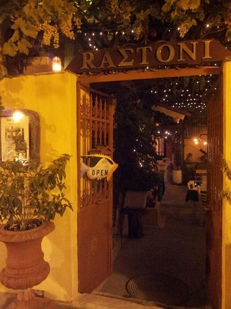 Rastoni Restaurant: Night view
