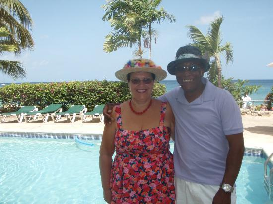 Tropical Sunset Beach Apartment Hotel: Husband and i enjoying poolside