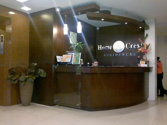 Home Crest Hotel: front desk