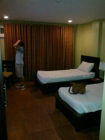 Home Crest Hotel: deluxe room