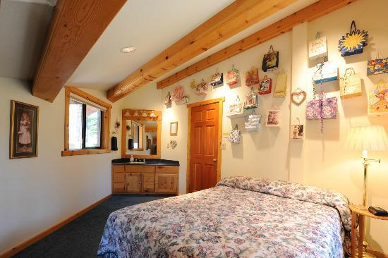 Pooles Guesthouse: Ponderosa Queen Guestroom w/comfortable Queen-size bed