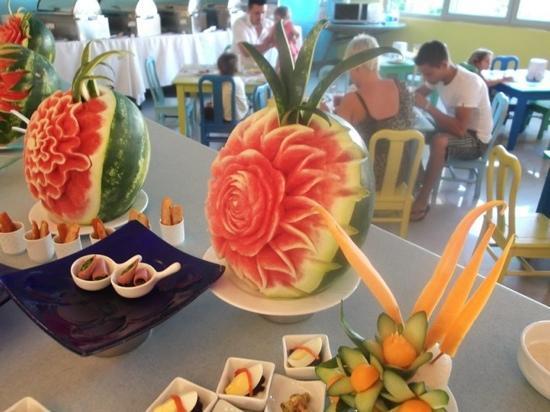 TUI Family Life Tropical Resort: wonderful food displays