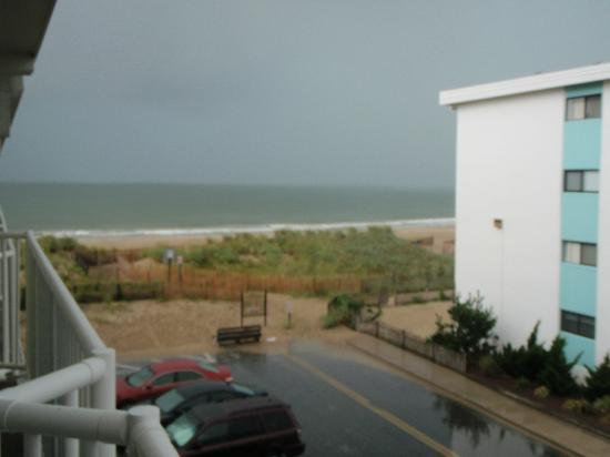 Atlantic Oceanfront Inn: View from 3rd Floor Room