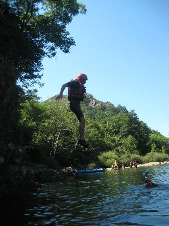 Nature-Riviere : saut de 5 metres environs