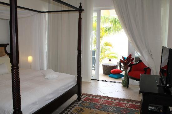 Beach Palace Cabarete: Oceanfront master bedroom with flat screen TV