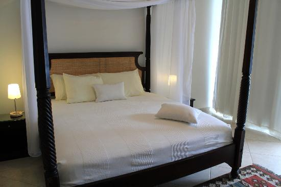 Beach Palace Cabarete: Master bedroom with king size bed and adjoining walk-in closet