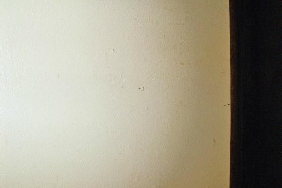 Super 8 by Wyndham Ainsworth: Dirty Room