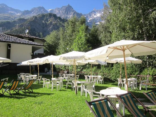 Hotel Aigle: Outside terrace