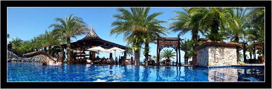 Ammatara Pura Pool Villa: Resaurant de la piscine et de la plage