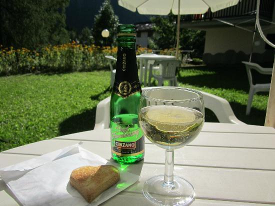 Hotel Aigle: Outside on the terrace