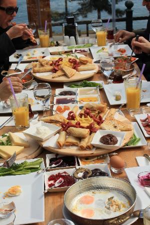Ordu, Türkiye: Teras Cafe Restaurant'da kahvaltı...