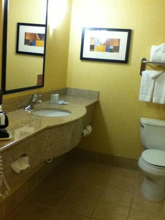 Sleep Inn & Suites: bathroom from double queen