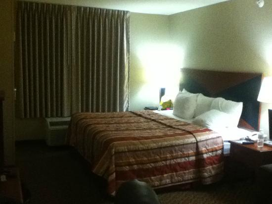 Sleep Inn & Suites: Our king room from the second night