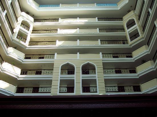 Crowne Plaza Hotel Antalya: Atrium lobby