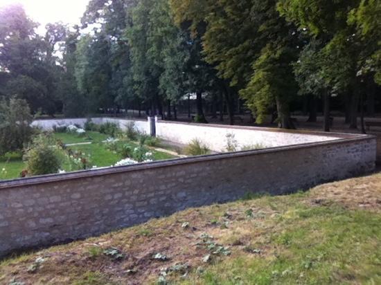 Le jardin clos de murs photo de la petite folie saint for Le jardin clos