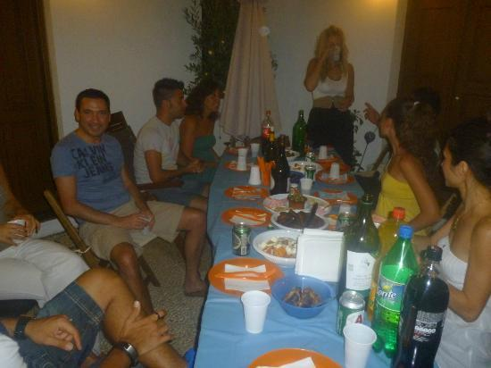 Lindos Boutique Rooms : Saturday night barbecue in roof garden