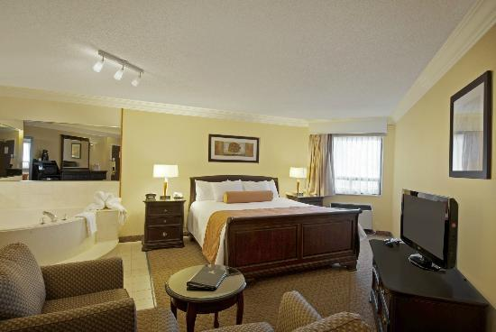 BEST WESTERN PLUS Kitchener-Waterloo: Jacuzzi Suite
