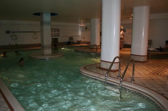 Hotel Manoir Victoria: pool