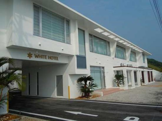 White Hotel: 外観写真
