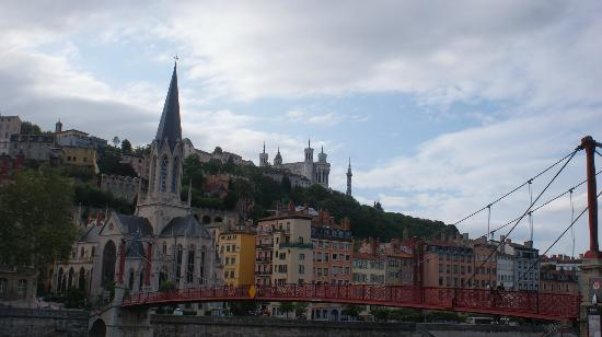 B4 Lyon: Lyon