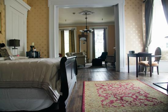 Linden Row Inn: Suite Room #208