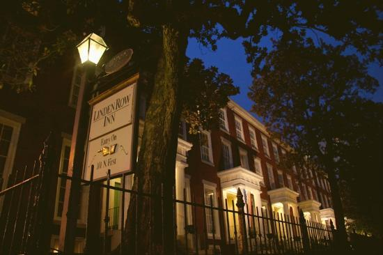 Linden Row Inn : Front at Night