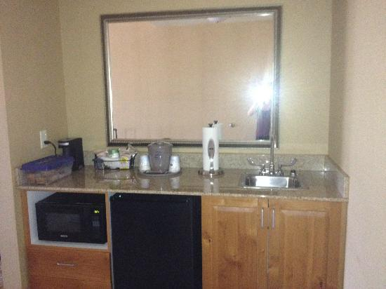 Hampton Inn & Suites Billings West I-90: Mini Kitchen Area, Mini Fridge Microwave and Sink