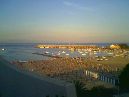 Hotel Sporting Baia: spiaggia e porto