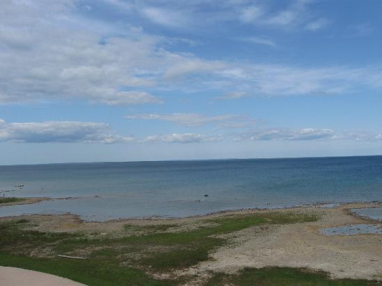 Holiday Inn Express St. Ignace: Beautiful blue sky and waters.