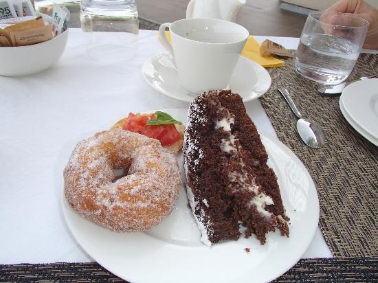 Podere Del Priorato: The best donut ever! And the chocolate cake was amazing