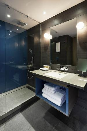 Pullman London St Pancras: Deluxe Room Bathroom