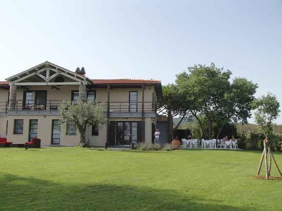 Podere Del Priorato: Lovely grounds