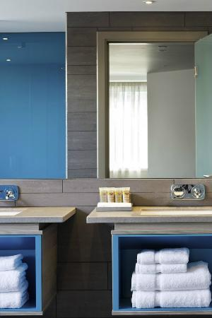 Pullman London St Pancras : Junior Suite Bathroom