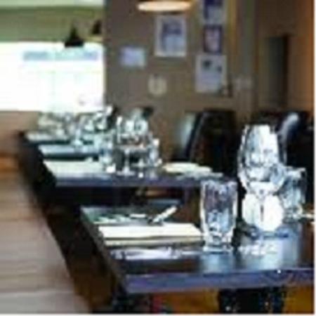 Cafe Sage: table set up
