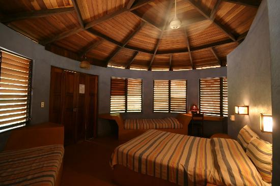 Hotel Playa Negra: Bungalow indoors