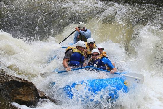 Wildwater Rafting - Chattooga: Bull Sluice - Section 3
