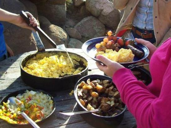 Sylvan Dale Guest Ranch: Cowboy Breakfast