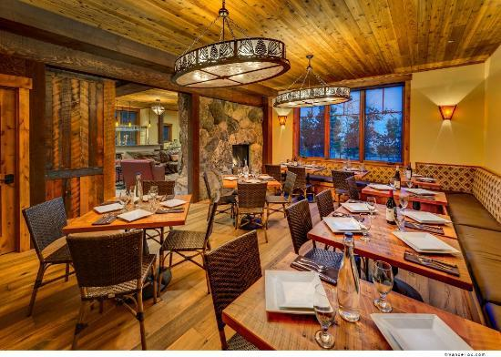 The Rustic Lounge at Cedar Glen Lodge: The Rustic Lounge